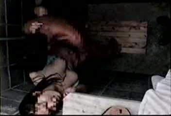 【素人】素人カップルがビキニ水着な彼女と海の家シャワー室でセックスしてる現場を盗◯