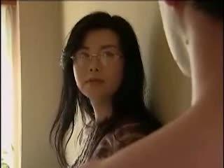 【浅井舞香】メガネ熟女が夫の部下と不倫SEX♪地味な感じとは裏腹に脱い...